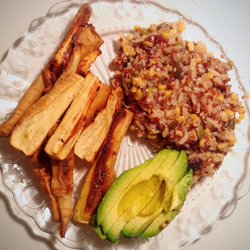 Panais rôtis & quinoa aux canneberges, aux graines et au vinaigrebalsamique