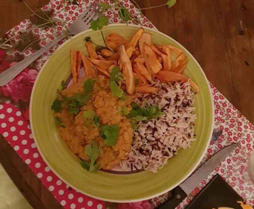 Dahl de lentilles corail & frites de patates douces (vegan, sansgluten)