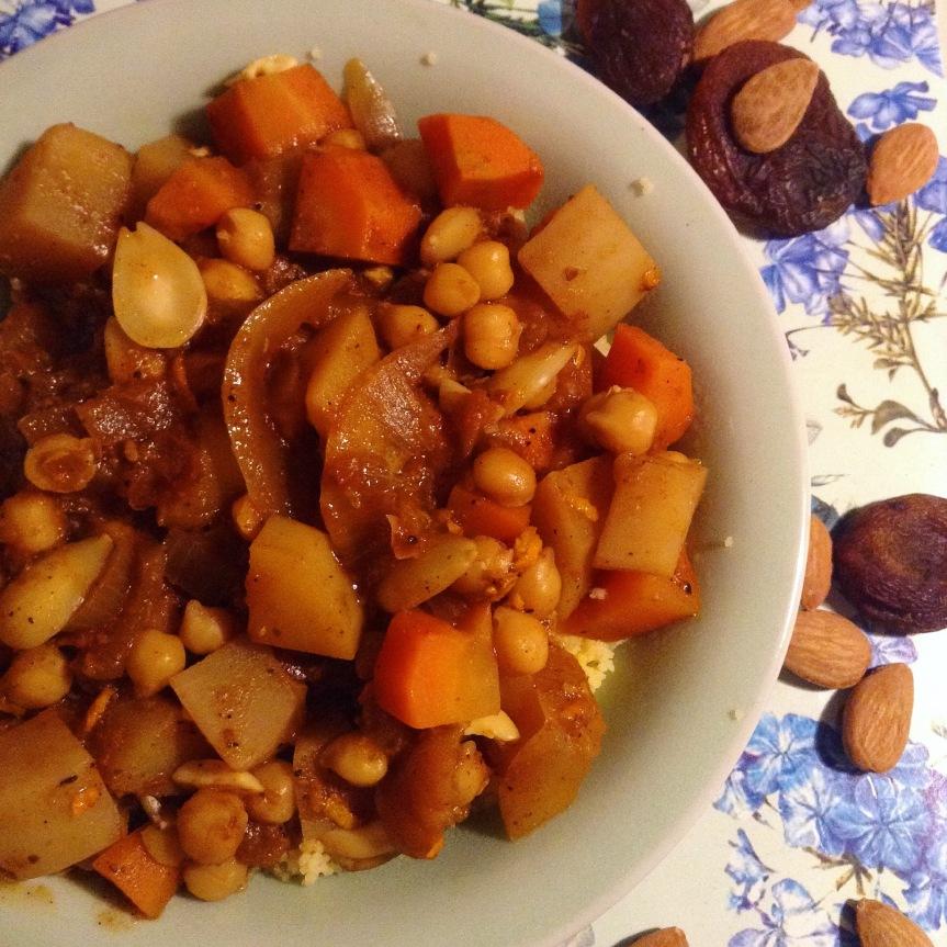Tajine de légumes d'hiver aux abricots secs etamandes