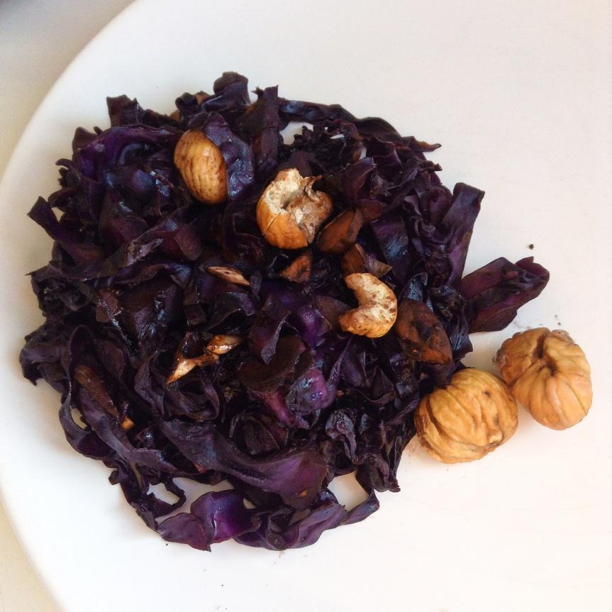 Chou-rouge sauté aux marrons, noisettes & abricotssecs